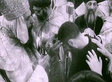 The monk Antonious being ordained by Pope Cyril VI as Bishop Shenouda, bishop of education. He later became Pope Shenouda III, 117th Patriarch of the Church of Alexandria.