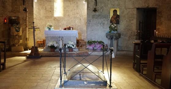 San_Galgano_Chapel.jpg